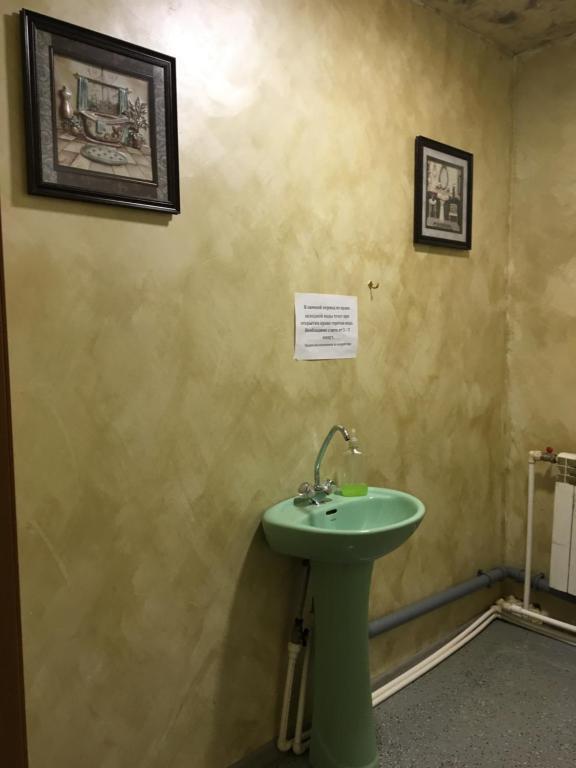 A bathroom at Hostel Tip-Top