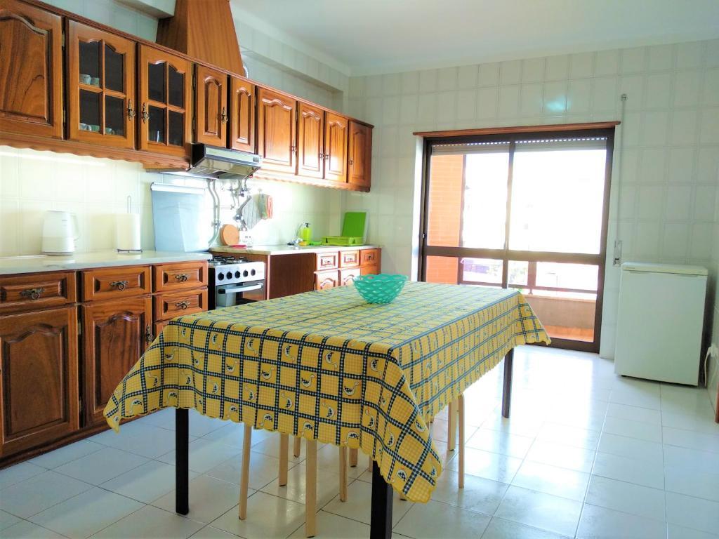 A kitchen or kitchenette at Casa do Avô