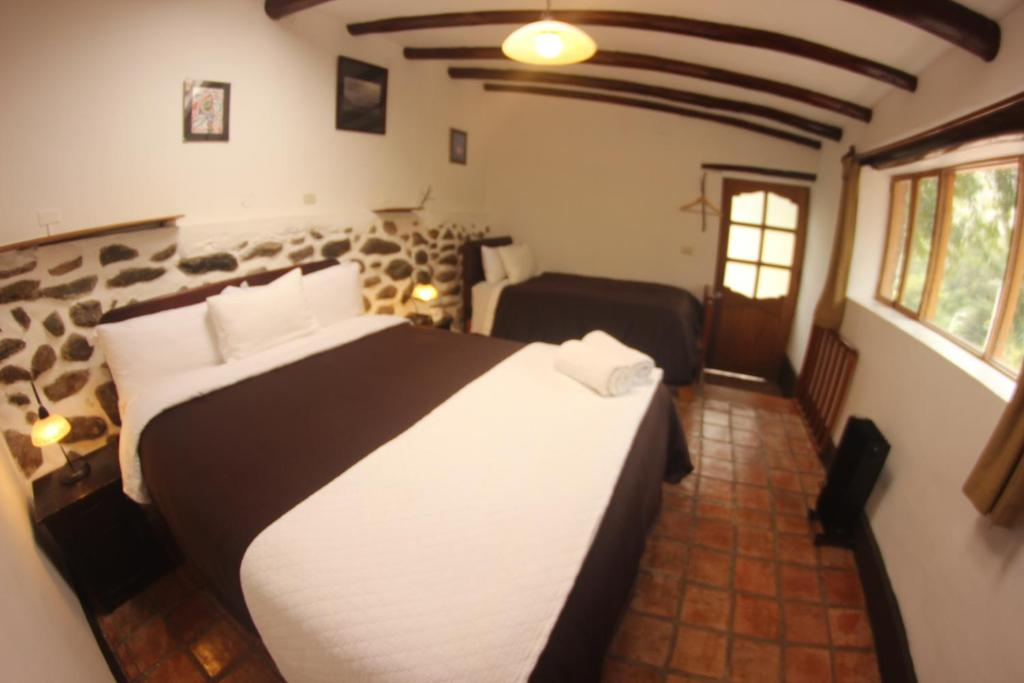 A bed or beds in a room at Hostal Iskay