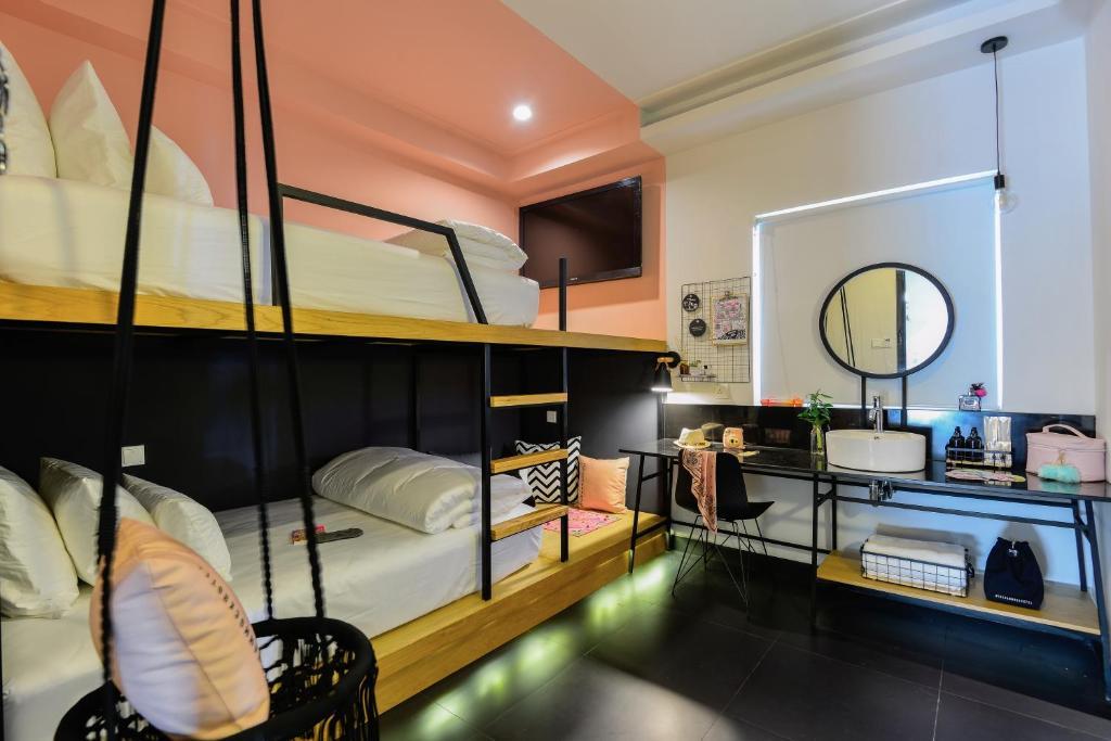 Tổ Deluxe 2 Giường Đơn