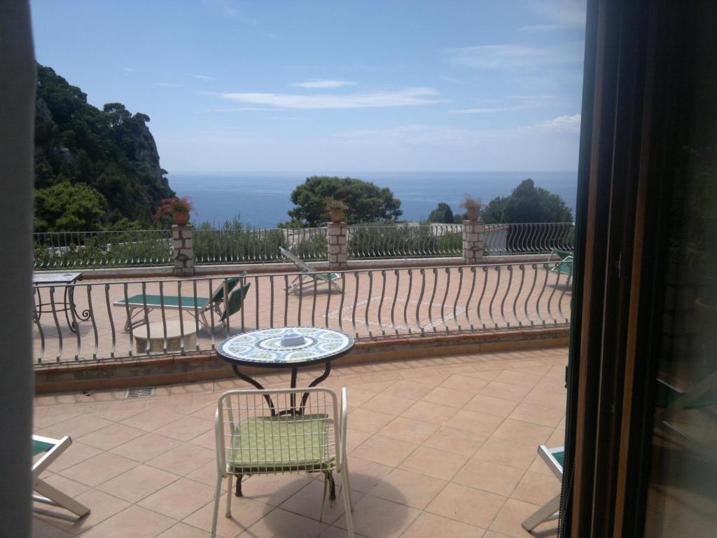 A balcony or terrace at Hotel 4 Stagioni