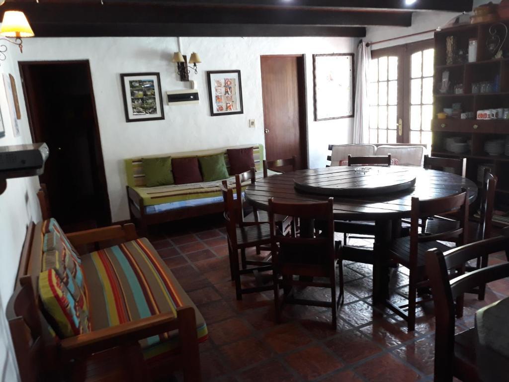 Un restaurante o sitio para comer en Chalet Nathalie Bis