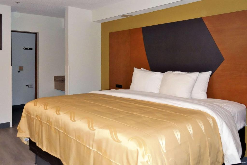Econo Lodge Inn & Suites Raleigh North Raleigh