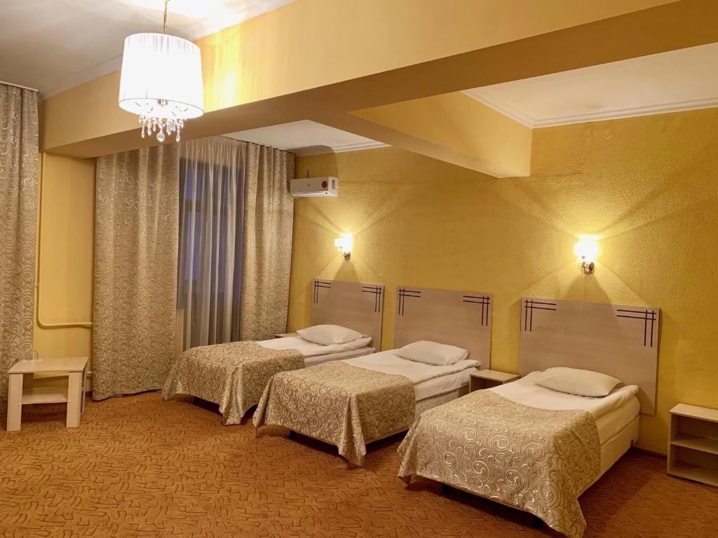 Кровать или кровати в номере Версаль Отель