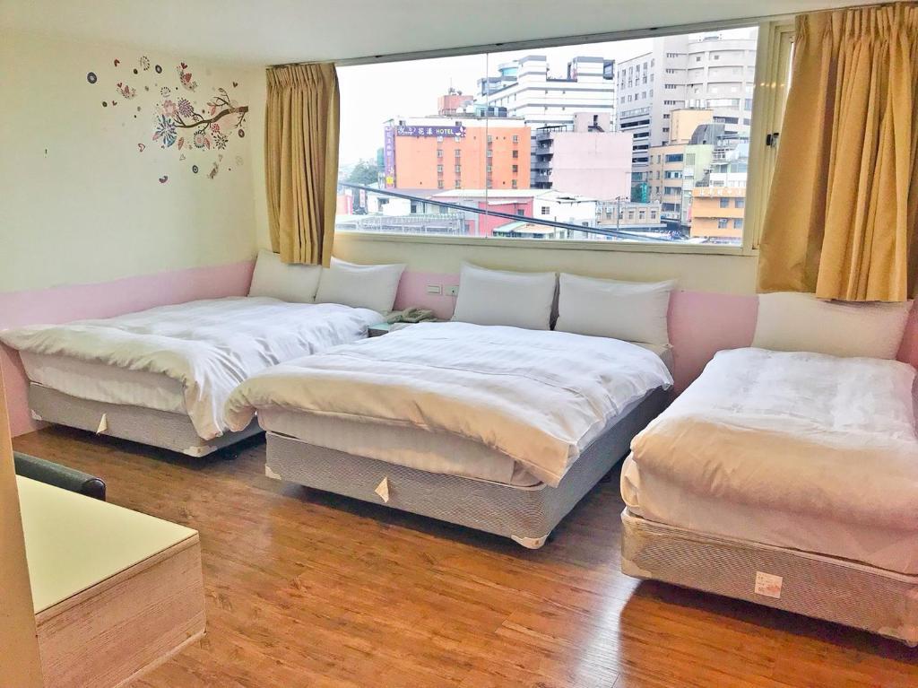 日涵旅館房間的床