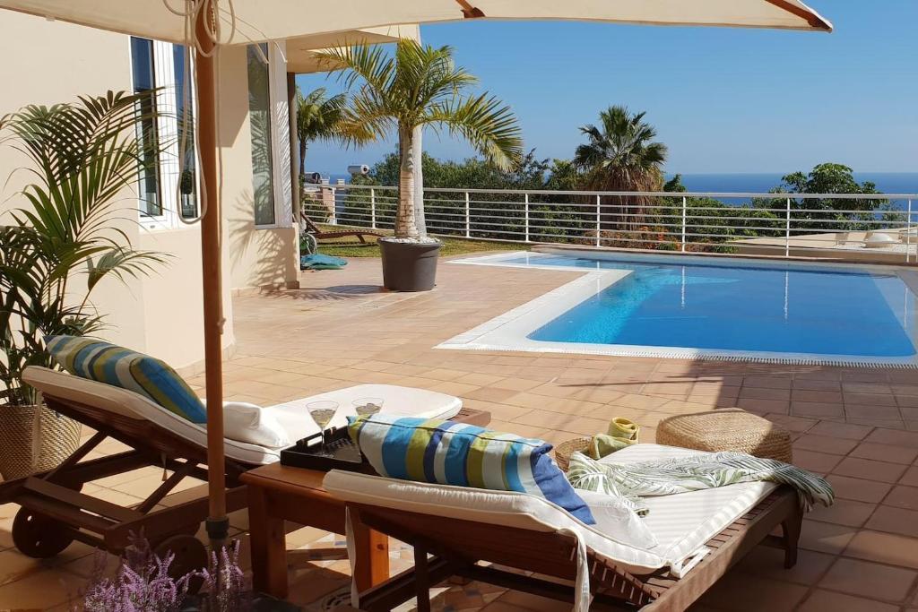 Het zwembad bij of vlak bij Villa Atlantico