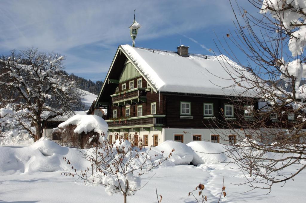 Frühstückspension Klinglhub during the winter