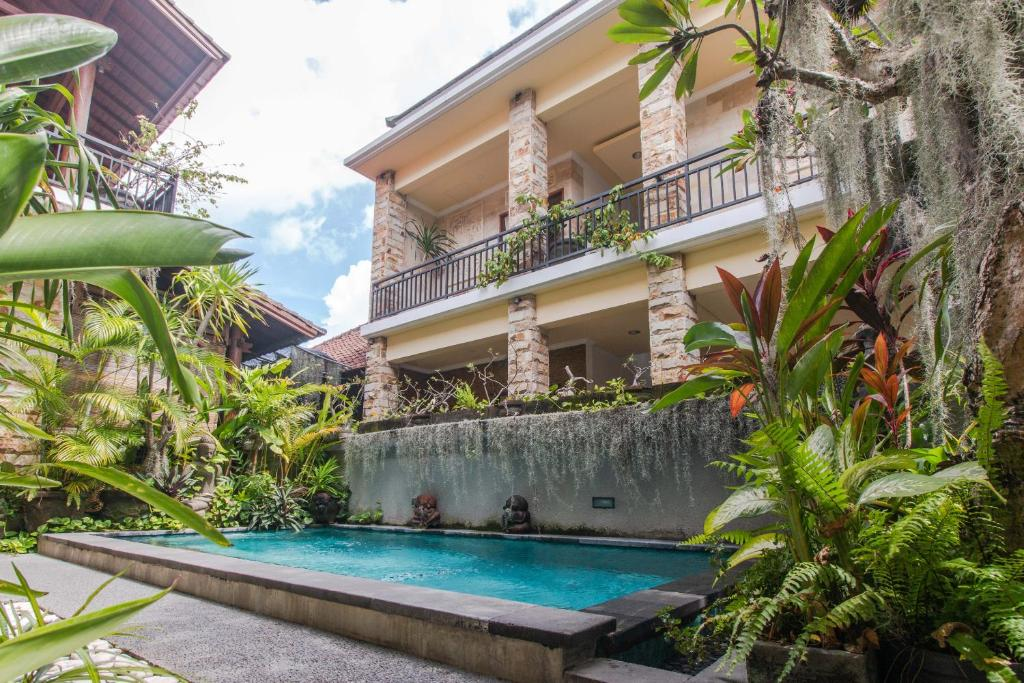The swimming pool at or near OYO 401 The Frog Homestay Sanur