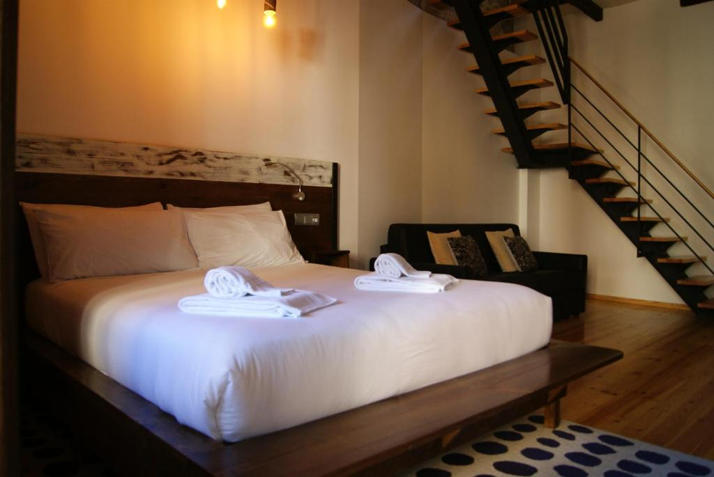 A bed or beds in a room at Porto Est. 1830