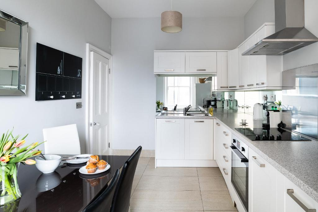 A kitchen or kitchenette at Hampstead High Street