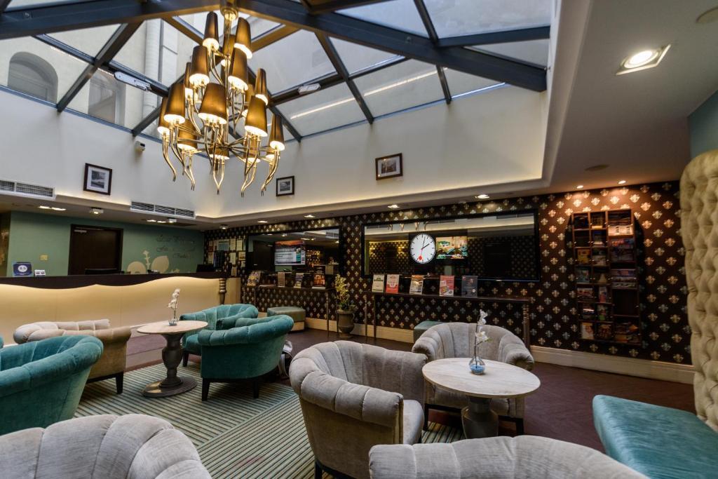 The lounge or bar area at La Prima Fashion Hotel Budapest