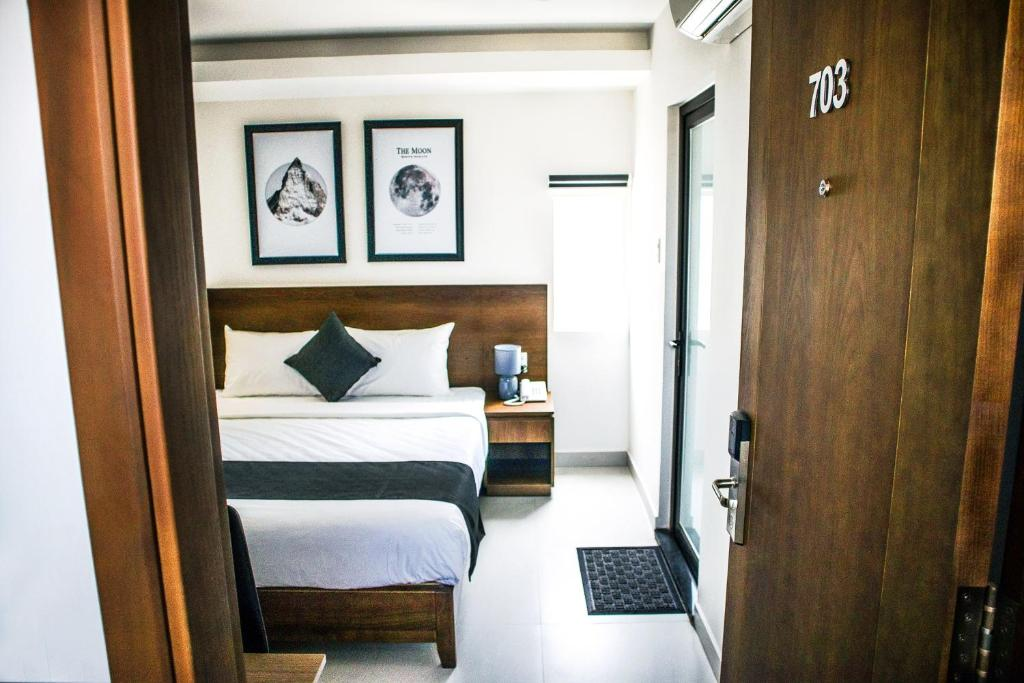 A bed or beds in a room at Robin Hotel Danang