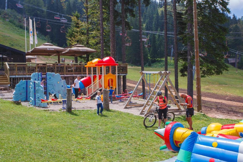 Otroško igrišče poleg nastanitve Termag Hotel Jahorina