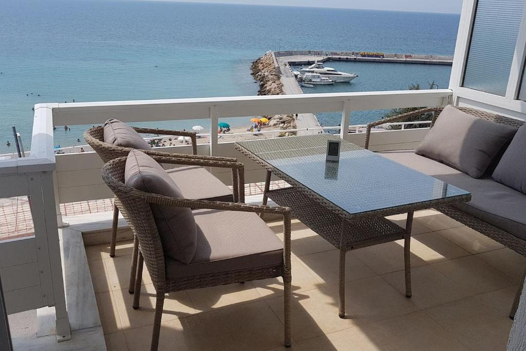 Superb Luxury Apartment On The First Line Griechenland Nea Inzonedesignstudio Interior Chair Design Inzonedesignstudiocom