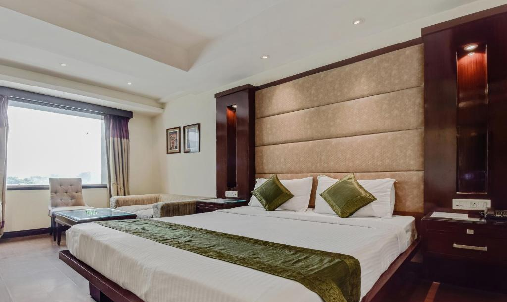 FabHotel Medanta Defence Colony