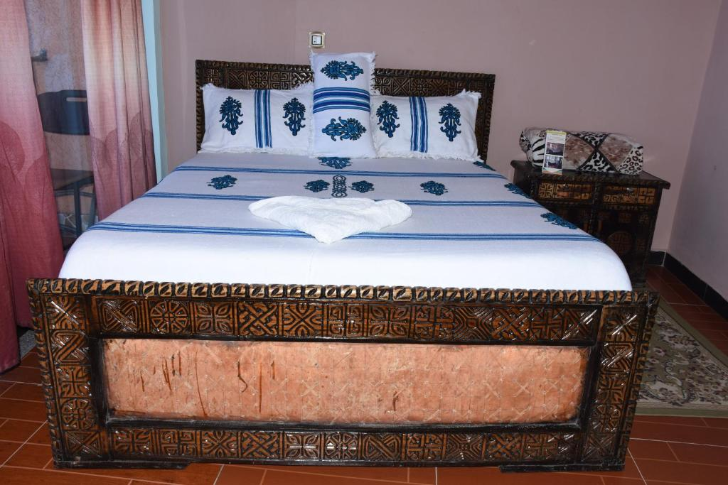 A bed or beds in a room at Blue Nile Guest House