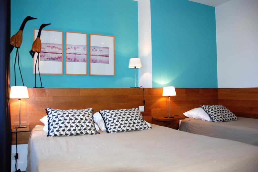 A bed or beds in a room at Le Relais des Lacs