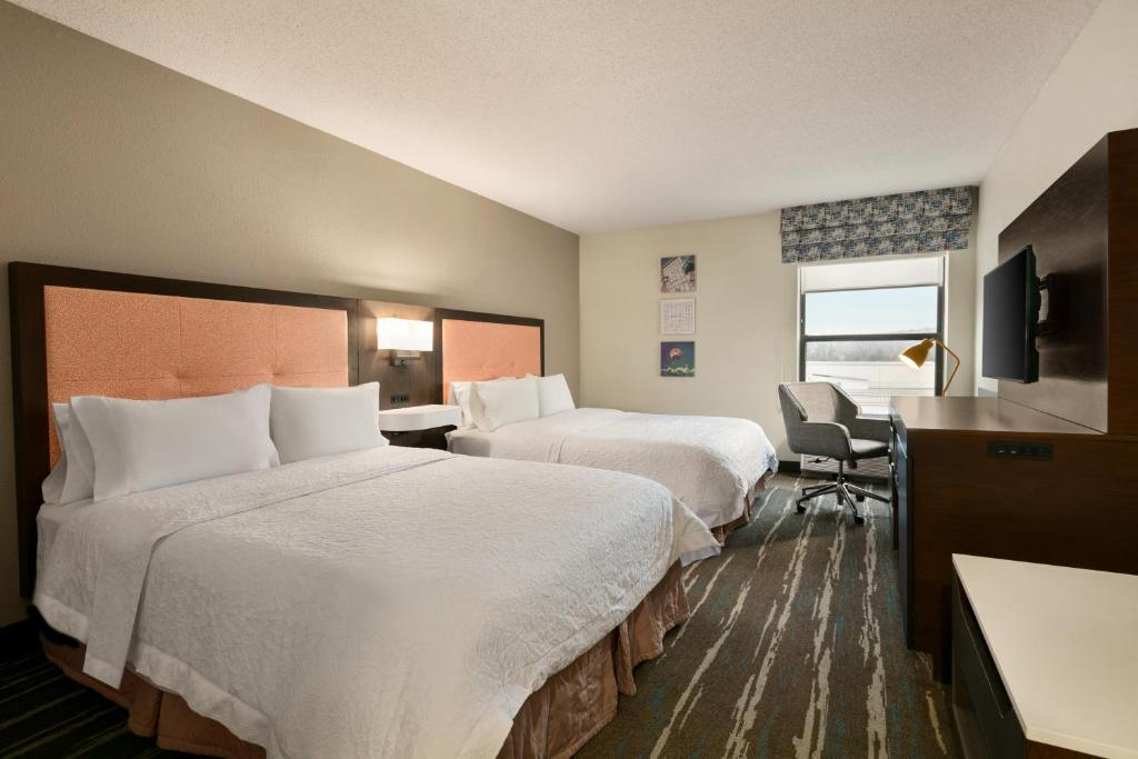 A bed or beds in a room at Hampton Inn Binghamton/Johnson City