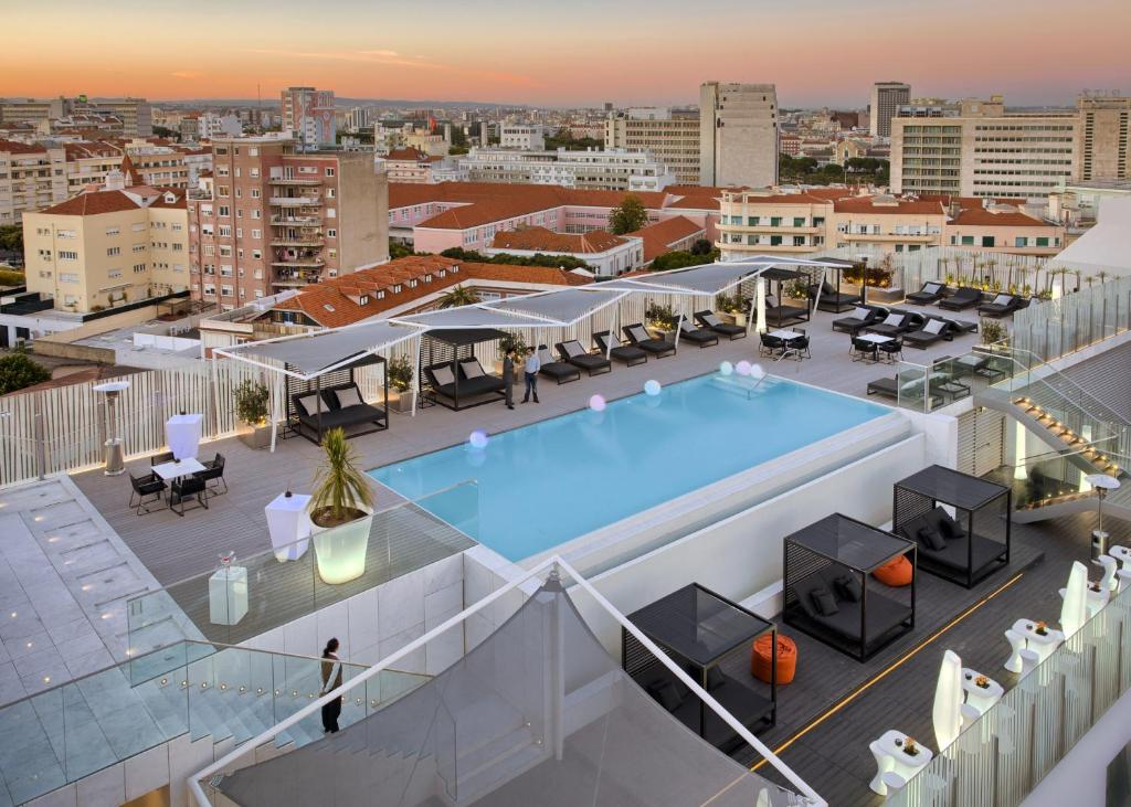 A view of the pool at EPIC SANA Lisboa Hotel or nearby