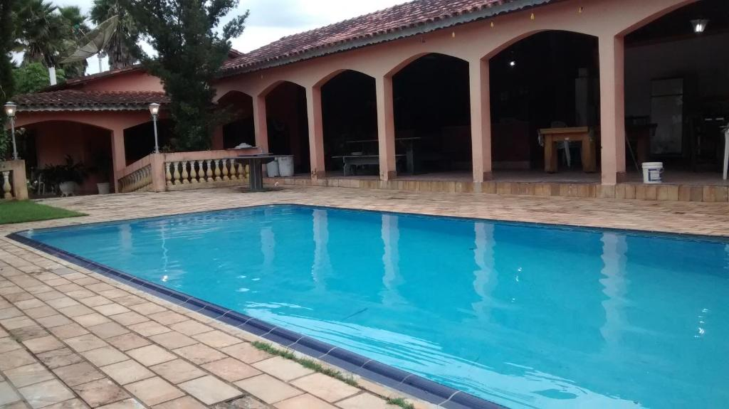 The swimming pool at or near chácara Casagrande