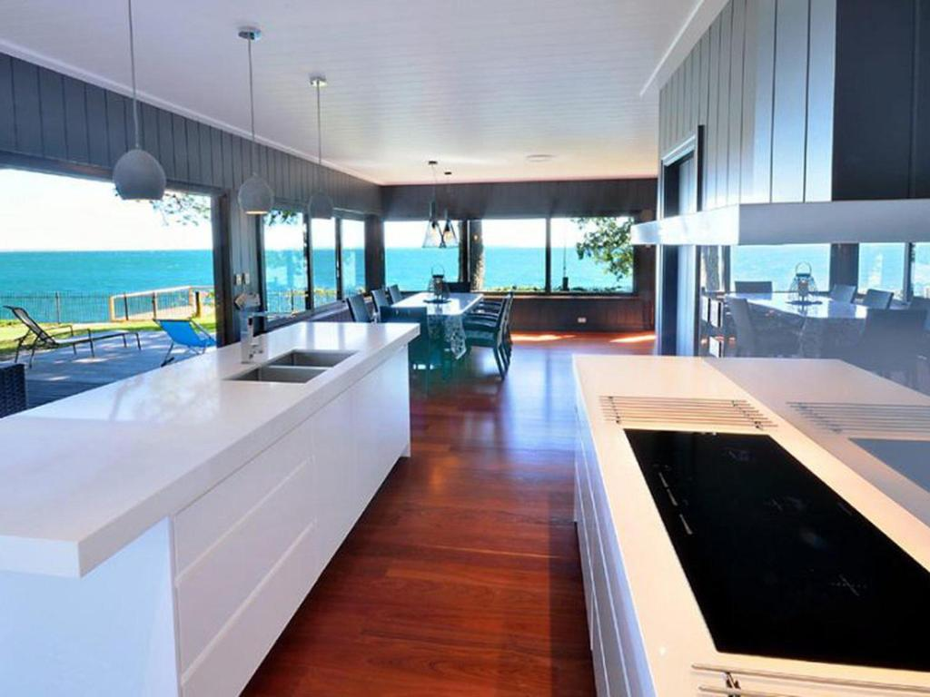 A kitchen or kitchenette at Dolphins at Sunset