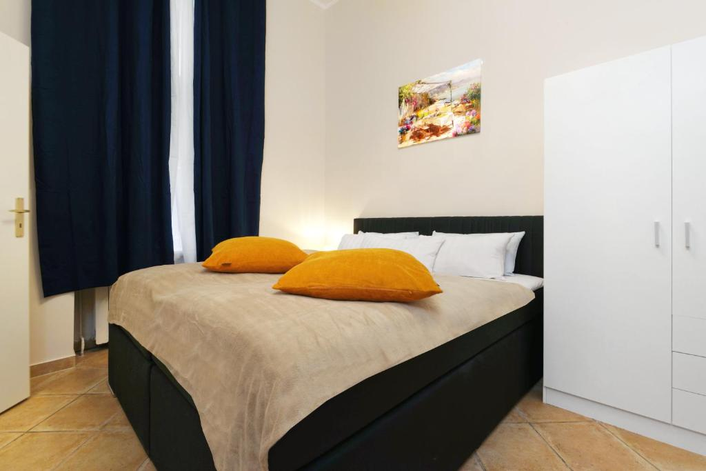 A bed or beds in a room at BIG CENTRAL CITY APARTMENT