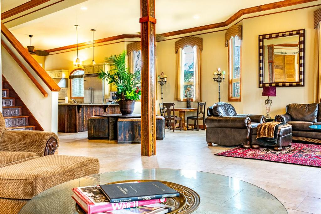 The lobby or reception area at The Nash Guest House