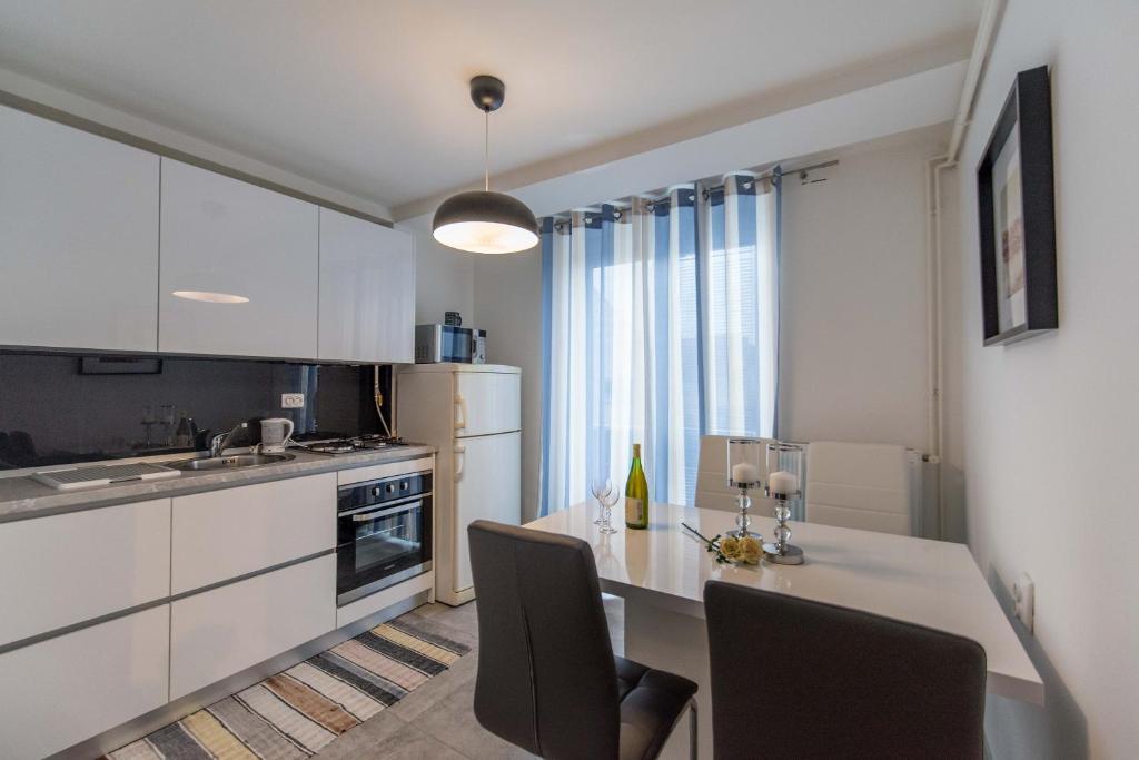 Kuhinja ili čajna kuhinja u objektu Apartman Lux