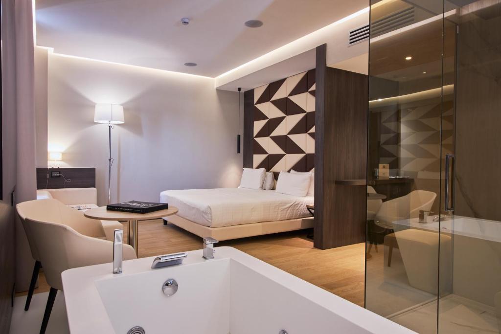 A bathroom at iH Hotels Milano Ambasciatori