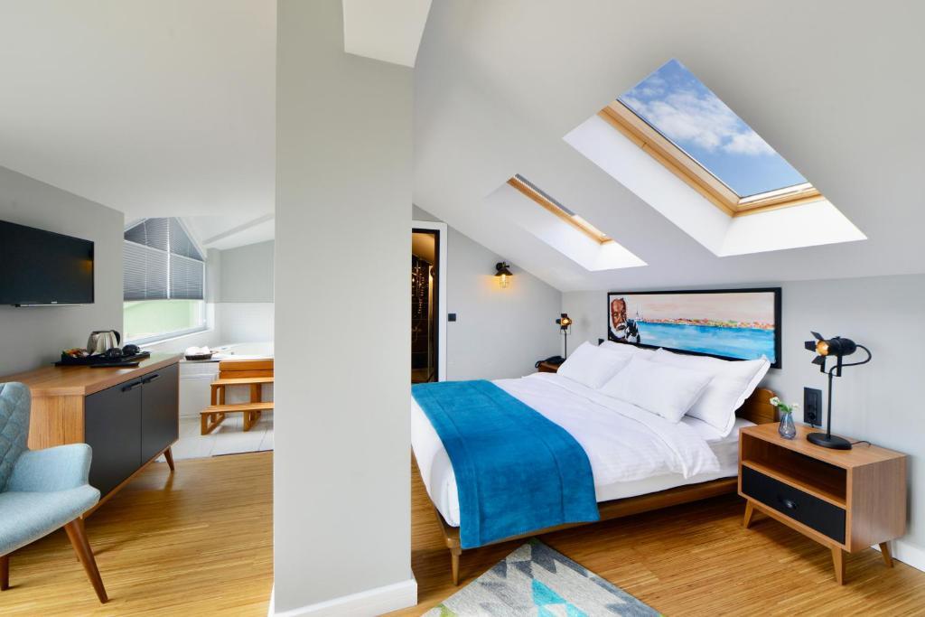 سرير أو أسرّة في غرفة في فندق بوام