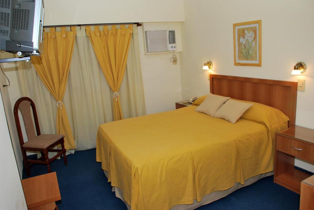 A bed or beds in a room at Hotel San Martin