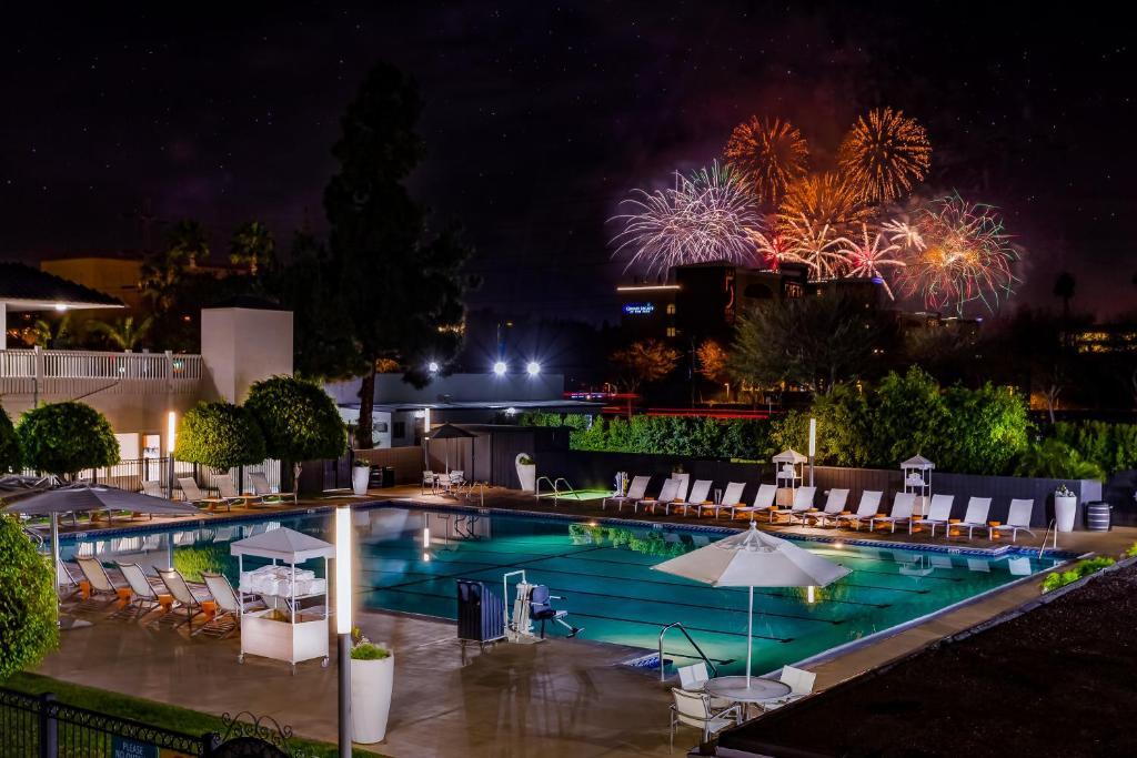A piscina localizada em Anaheim Hotel ou nos arredores