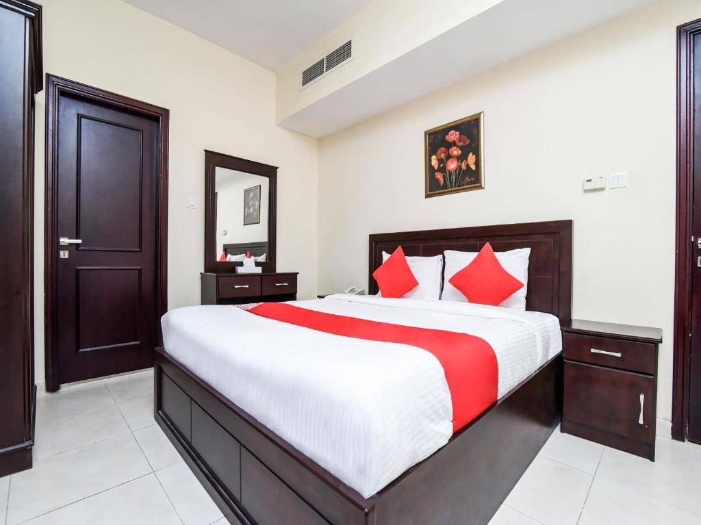 A bed or beds in a room at Paradise Inn 1 Tabasum Group