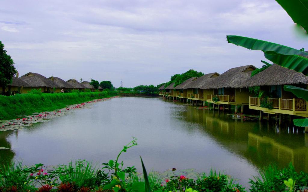 Bungalow Nhìn Ra Hồ