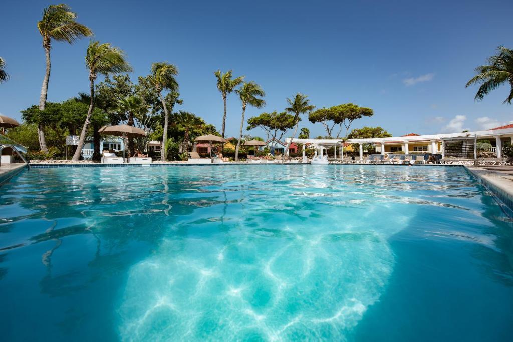 Het zwembad bij of vlak bij Livingstone Jan Thiel Resort