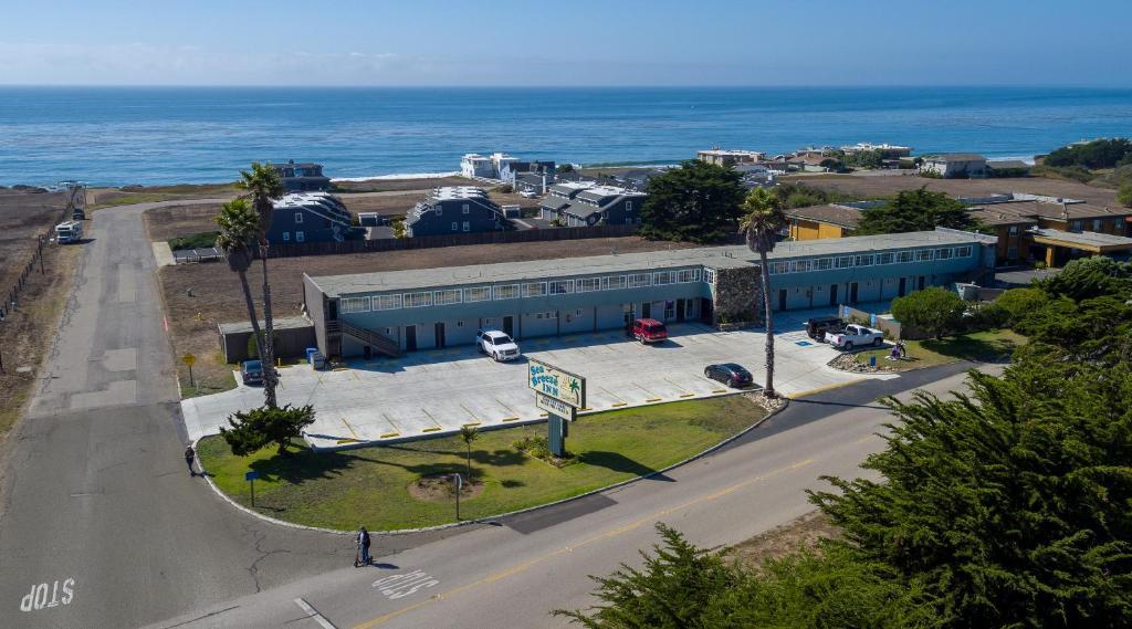 Vista aerea di Sea Breeze Inn - San Simeon