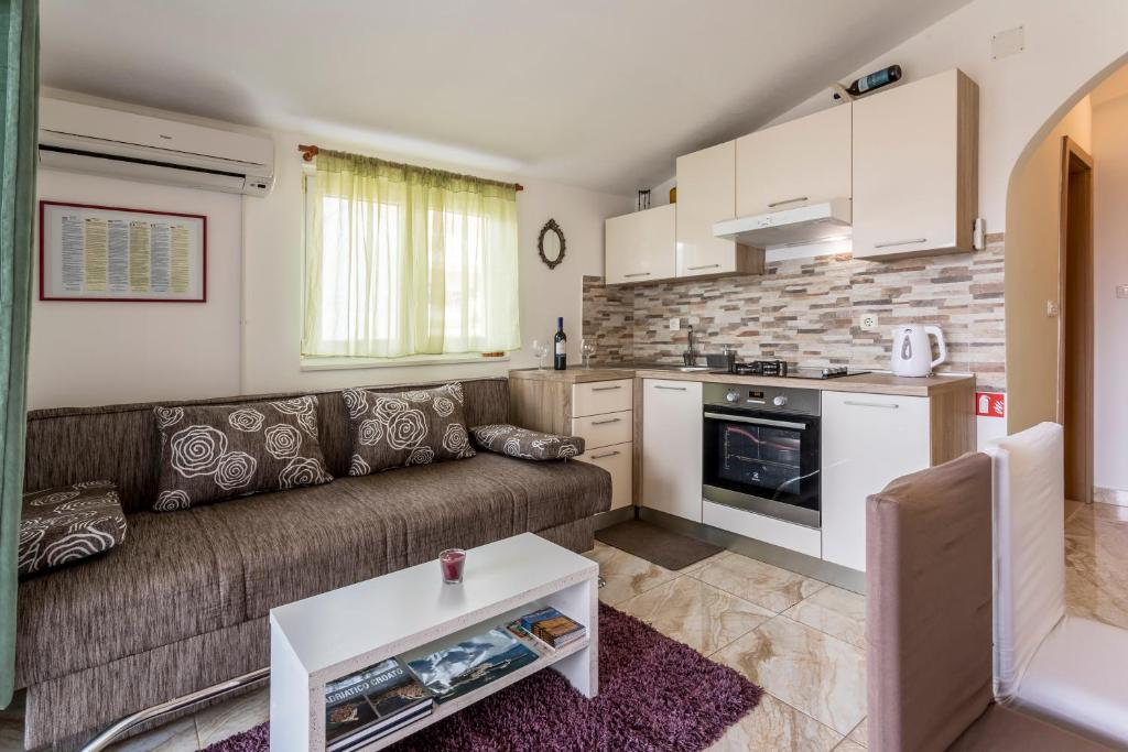 A kitchen or kitchenette at Apartment More
