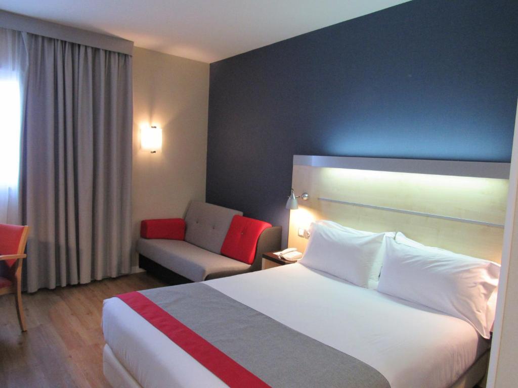 Llit o llits en una habitació de Holiday Inn Express Valencia Bonaire