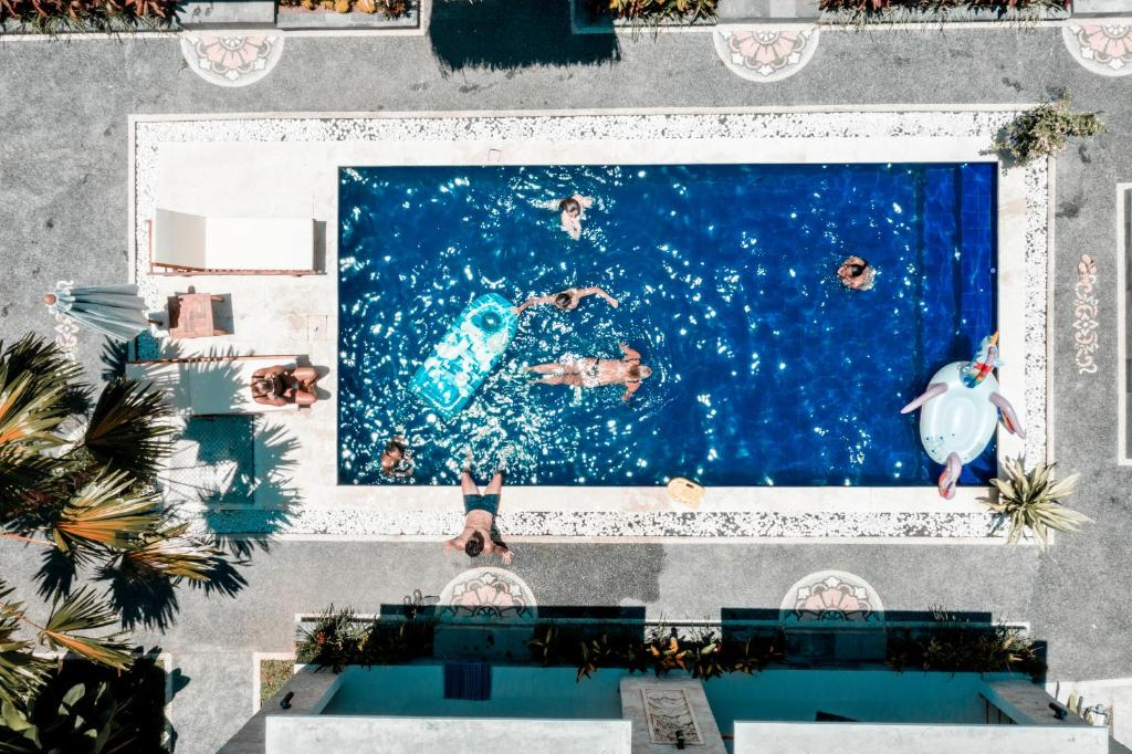 A view of the pool at Bali Beats Guesthouse Uluwatu or nearby