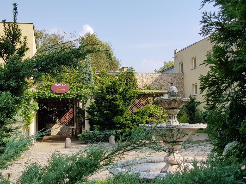 Jacuzzi 6 Places Leroy Merlin hotel spa trzy swiaty, gliwice, poland - booking