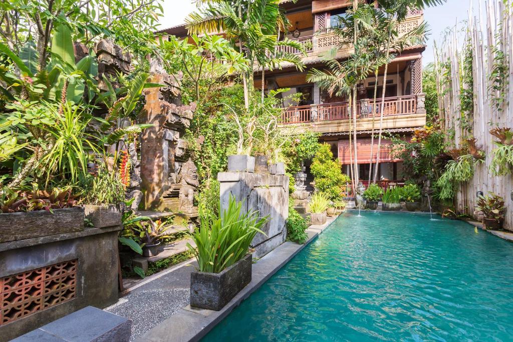 The swimming pool at or near Rumah Roda