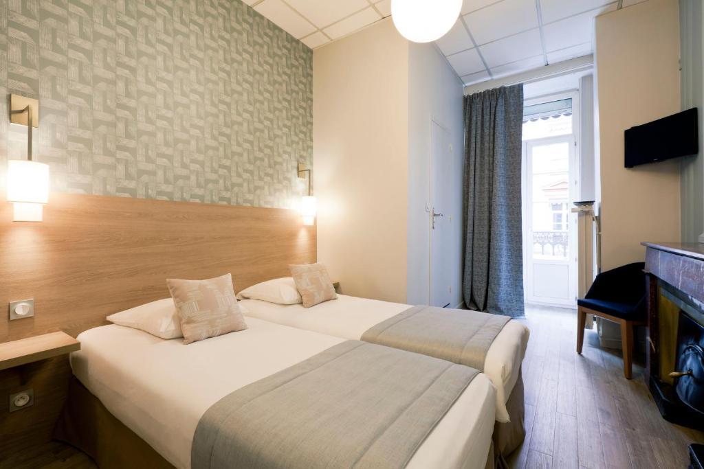 Un ou plusieurs lits dans un hébergement de l'établissement Hôtel du Dauphin
