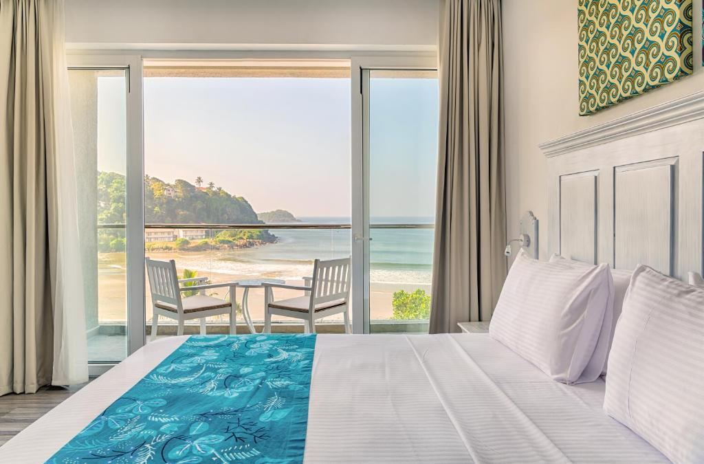 A bed or beds in a room at Fairway Sunset Galle