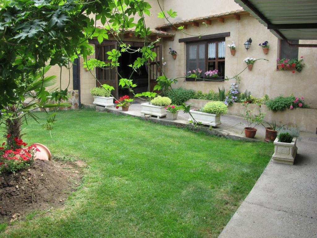 Сад в Albergue San Pelayo