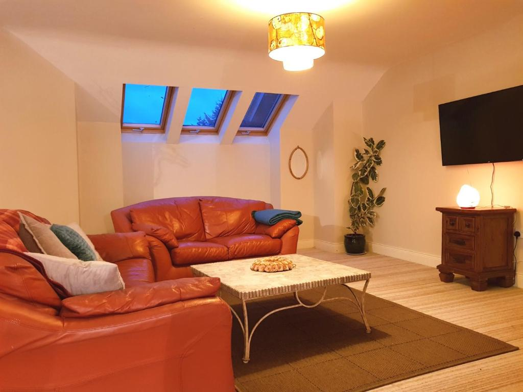 A seating area at Ethan House Holiday Suites