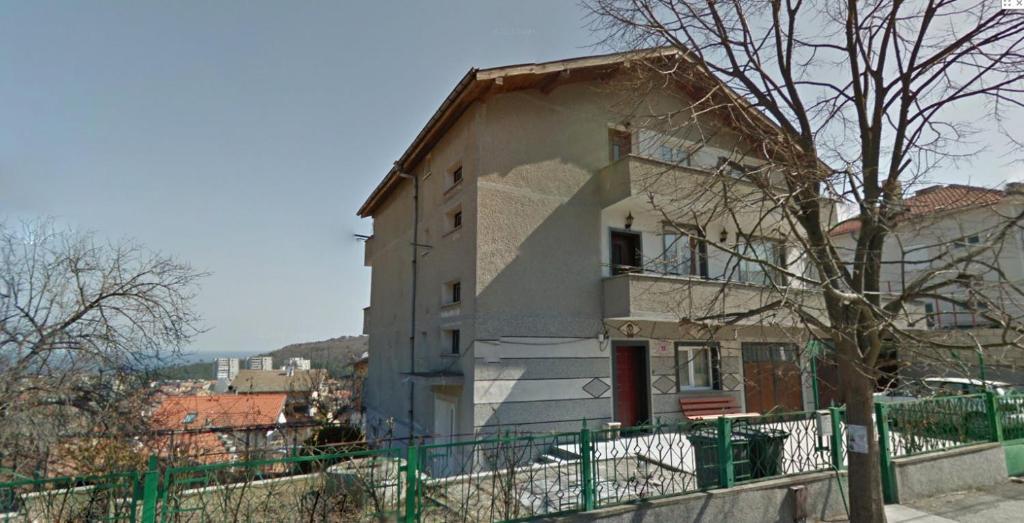 Zgrada u kojoj se nalazi vikendica