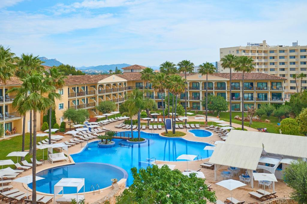 Uitzicht op het zwembad bij SENTIDO Mallorca Palace - Only Adults of in de buurt