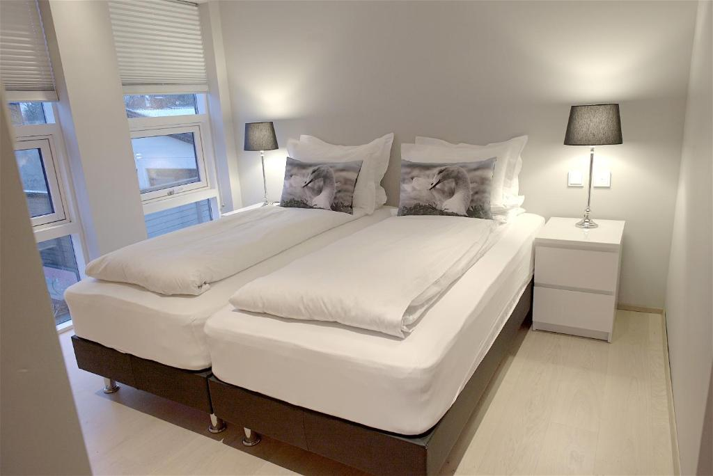 A bed or beds in a room at Om Apartments