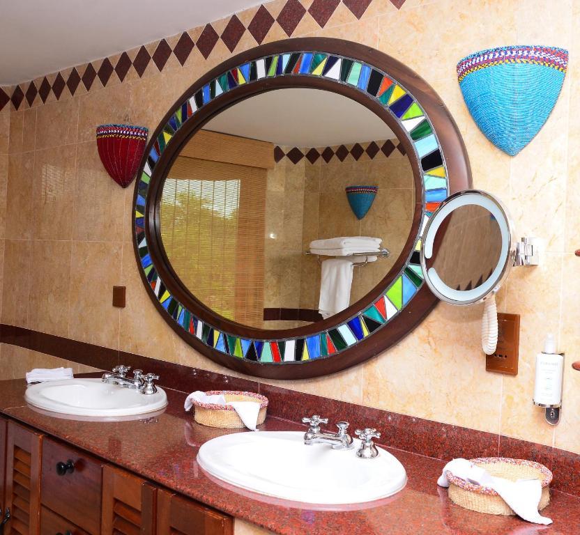 A bathroom at Amboseli Serena Safari Lodge