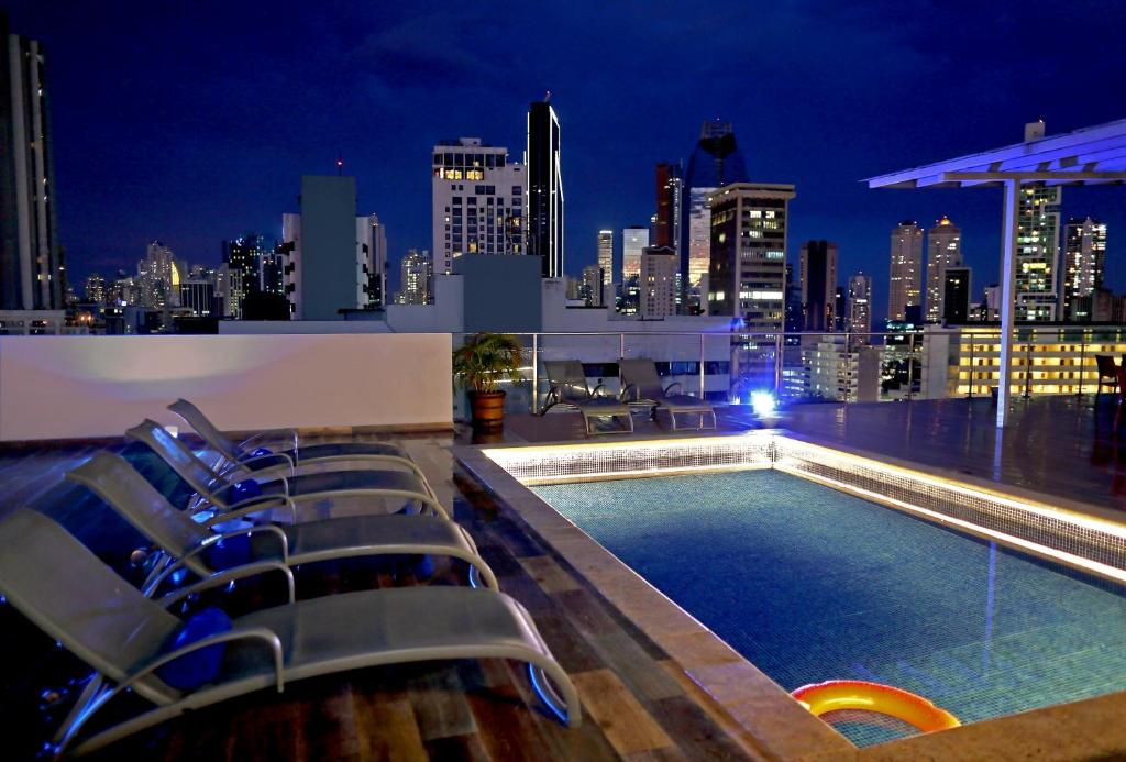 The swimming pool at or near Victoria Hotel and Suites Panama